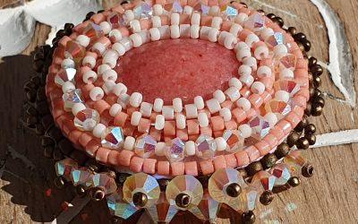 Broche Brodée en Perles